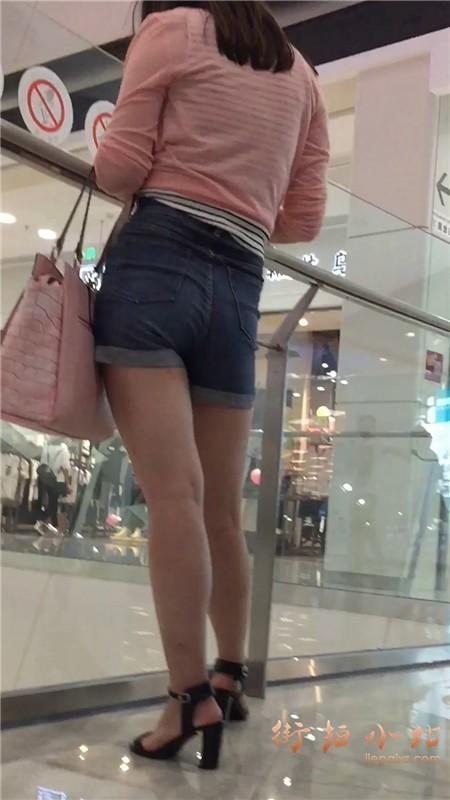 超性感高腰热裤粉衣漂亮女神