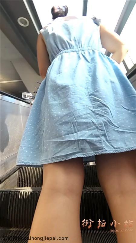 连衣裙cd美女视频上电梯