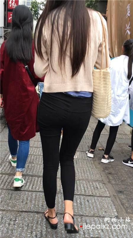 街拍高挑苗条细腿黑色紧身裤小姐姐