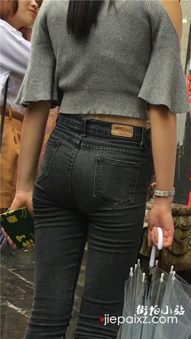 气质苹果臀灰色牛仔裤美女,紧到无法呼吸