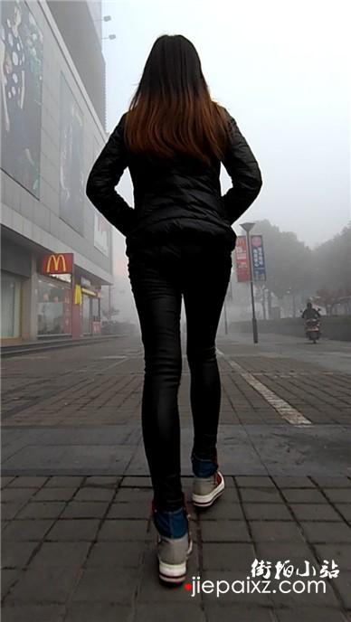 顶着雾霾冬天早晨上班的皮裤美眉
