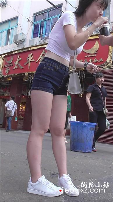 街拍白衬衫性感美腿美女
