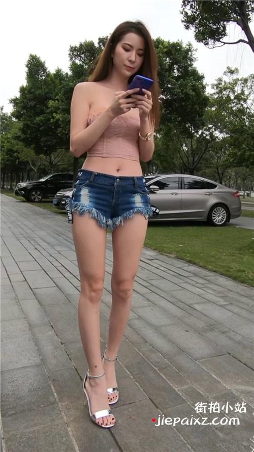 粉衣热裤高跟 [4.46 GB/MP4]
