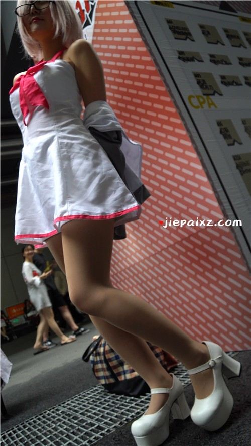 短裙肉丝cosplay少女 [1.37 GB/MP4]