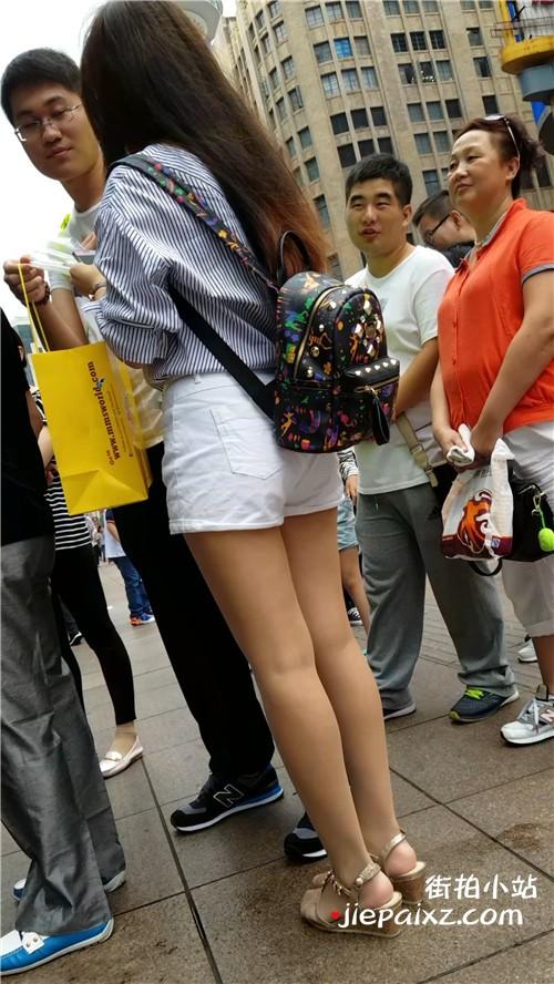 【已补档】4K - 街拍丝袜小姐姐,热裤坡高跟 [742 MB/MP4]