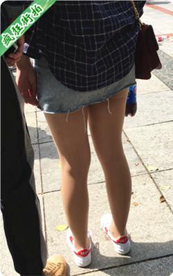 【已补档】街拍蓝色牛仔超短齐B裙肉丝美眉性感美腿-191MB