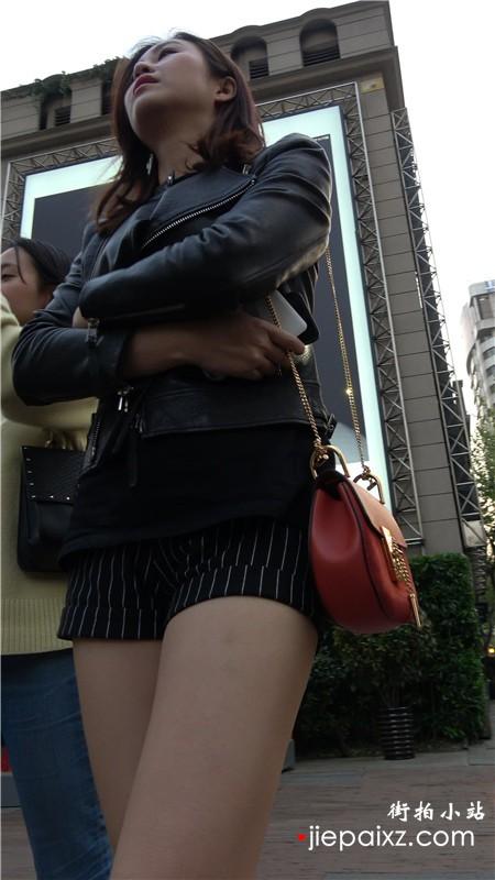 4k-超性感美腿短裤皮衣街拍美女