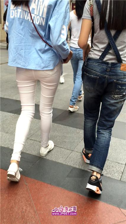 [牛仔裤] 白色紧身裤圆润俏臀美眉-370MB
