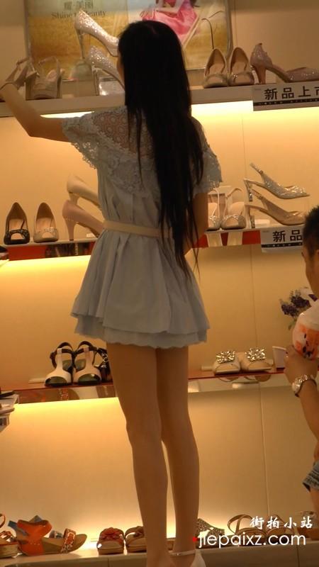 逛鞋店的高挑美腿甜美气质小姐姐