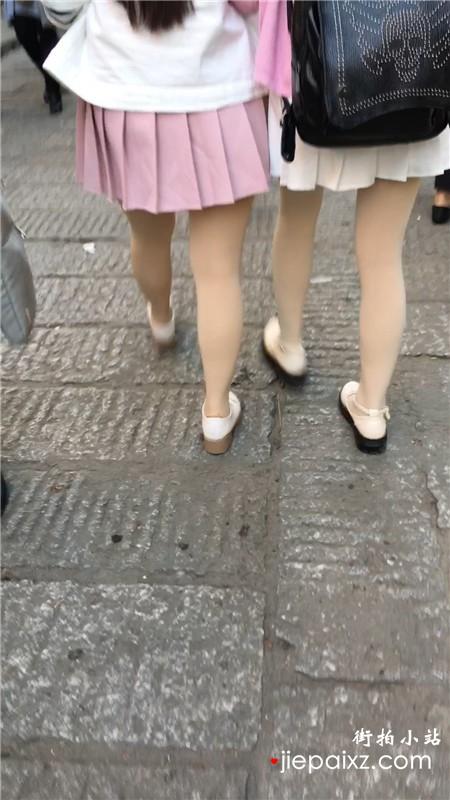 跟拍粉裙丝袜美腿姐妹