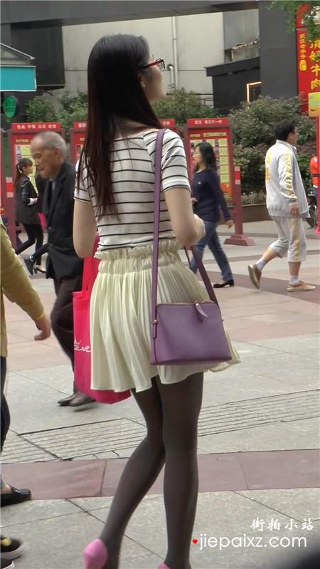 街拍会丝袜粉色高跟鞋美腿漂亮少妇