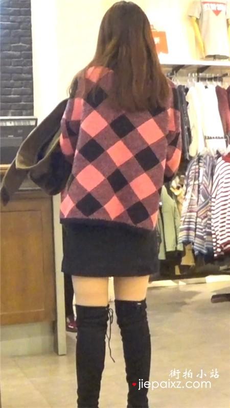 性感丝袜美眉逛服装店