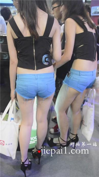 大长腿高跟鞋牛仔热裤的美丽女孩们