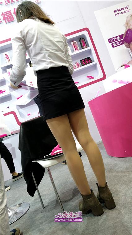 【已补档】4K视频!成人展黑色短裙肉丝OL妹子美腿圆臀-625MB