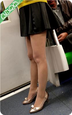 【已补档】4K!地铁站黑色超短裙肉丝高跟极品美腿漂亮少妇-1.67GB