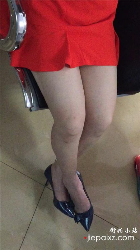 美腿红色包臀裙,尖嘴高跟鞋美眉