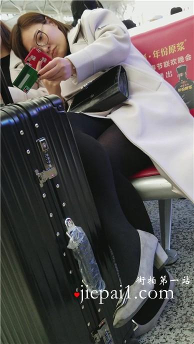 4k-黑色裤袜知性温柔美少妇,小高跟很性感。