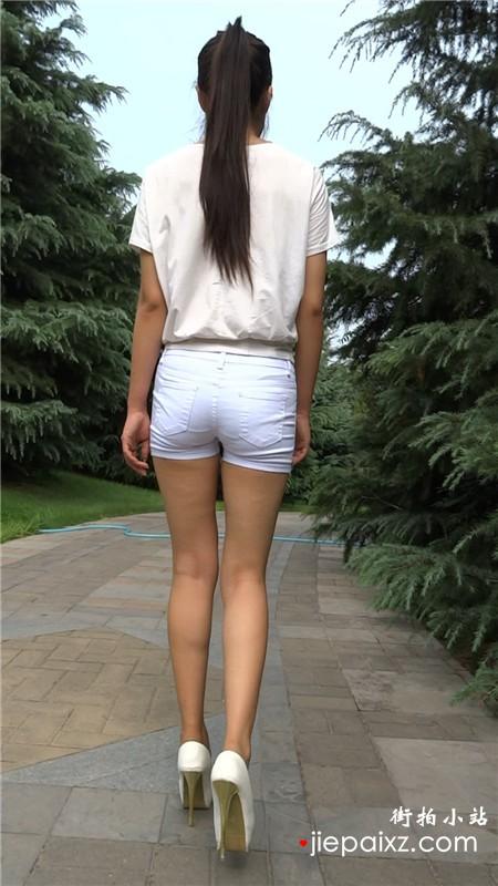 白色热裤T恤长腿模拍美女