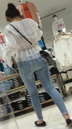 漂亮的牛仔裤紧身美女[723M/MP4]