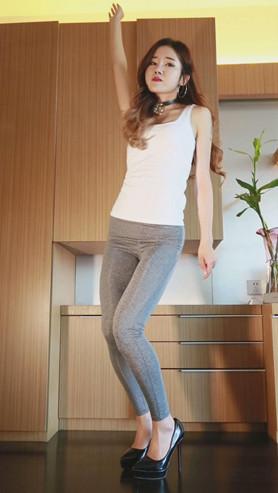漂亮的灰色瑜伽裤妹子[614M/MP4]