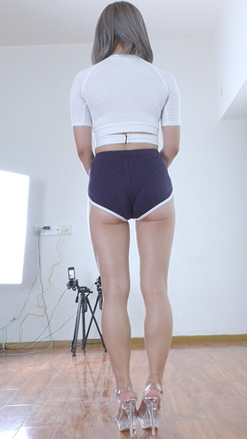 菲儿的紧身月牙小短裤背面作品[470M/MP4]