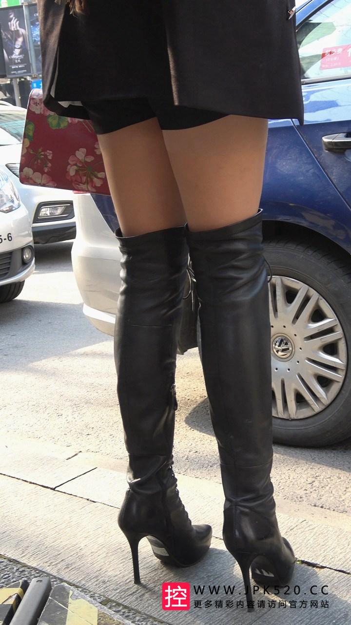 [热裤短裤] 4K-街拍热裤长腿高跟长靴美女等车DJ365[1.06G]