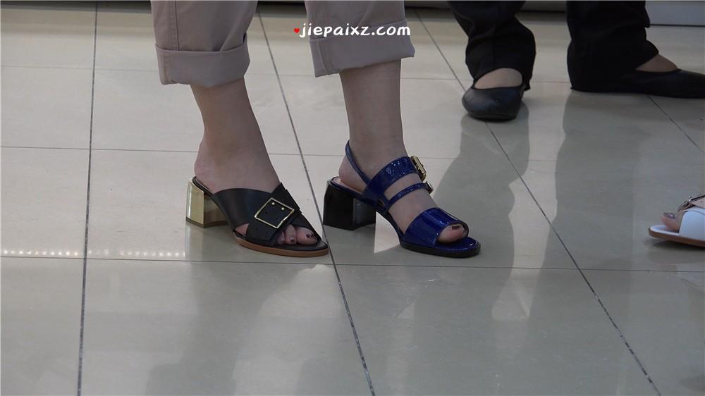 4K - 白里透红玉足妹子鞋店试鞋 [2.22 GB/MP4]