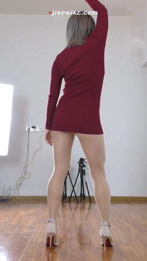 [安菲儿] 安菲儿暗红色短裙慢摇背面竖版 [471 MB/mp4]