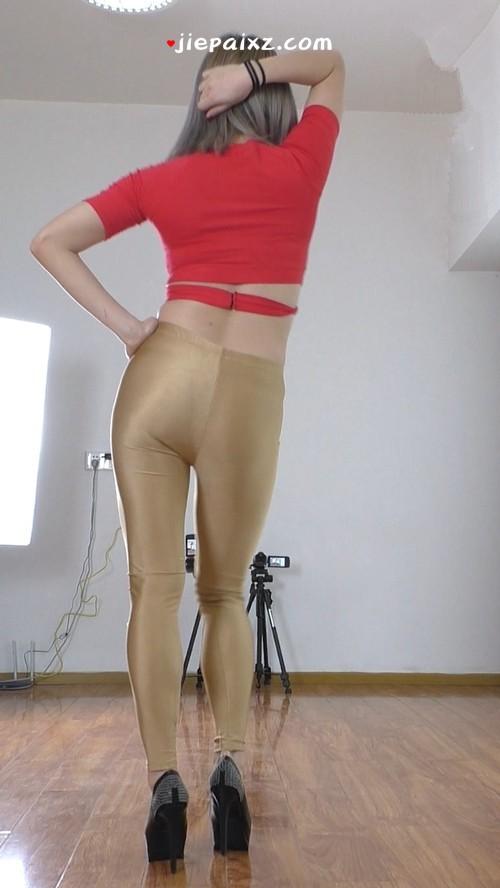 [安菲儿] 安菲儿金色紧身裤红衣慢摇背面竖版 [455 MB/mp4]