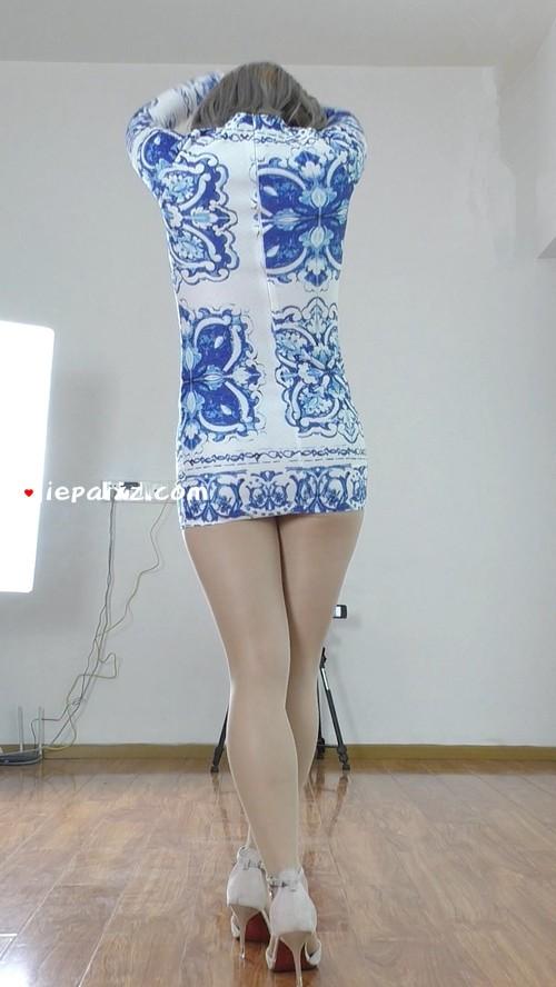 [安菲儿] 安菲儿超短裙丝袜慢摇背面竖版 [495 MB/mp4]