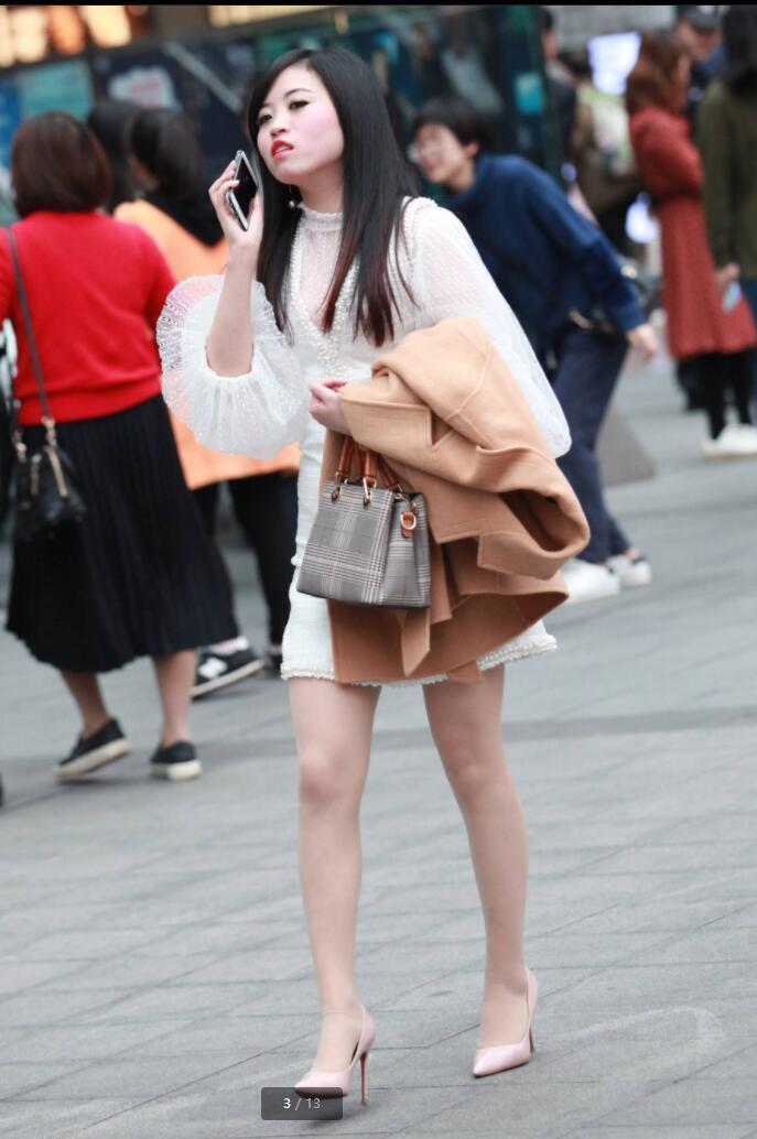 白色高跟鞋肉色丝袜_白色高跟鞋和肉色街拍丝袜特写-街拍第一站套图-彩虹街拍