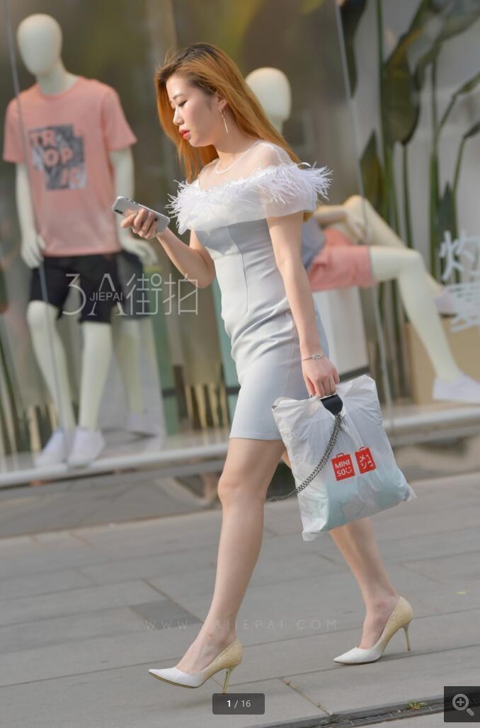 白短裙高跟美腿
